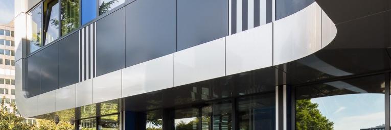 solution fixation panneaux façade